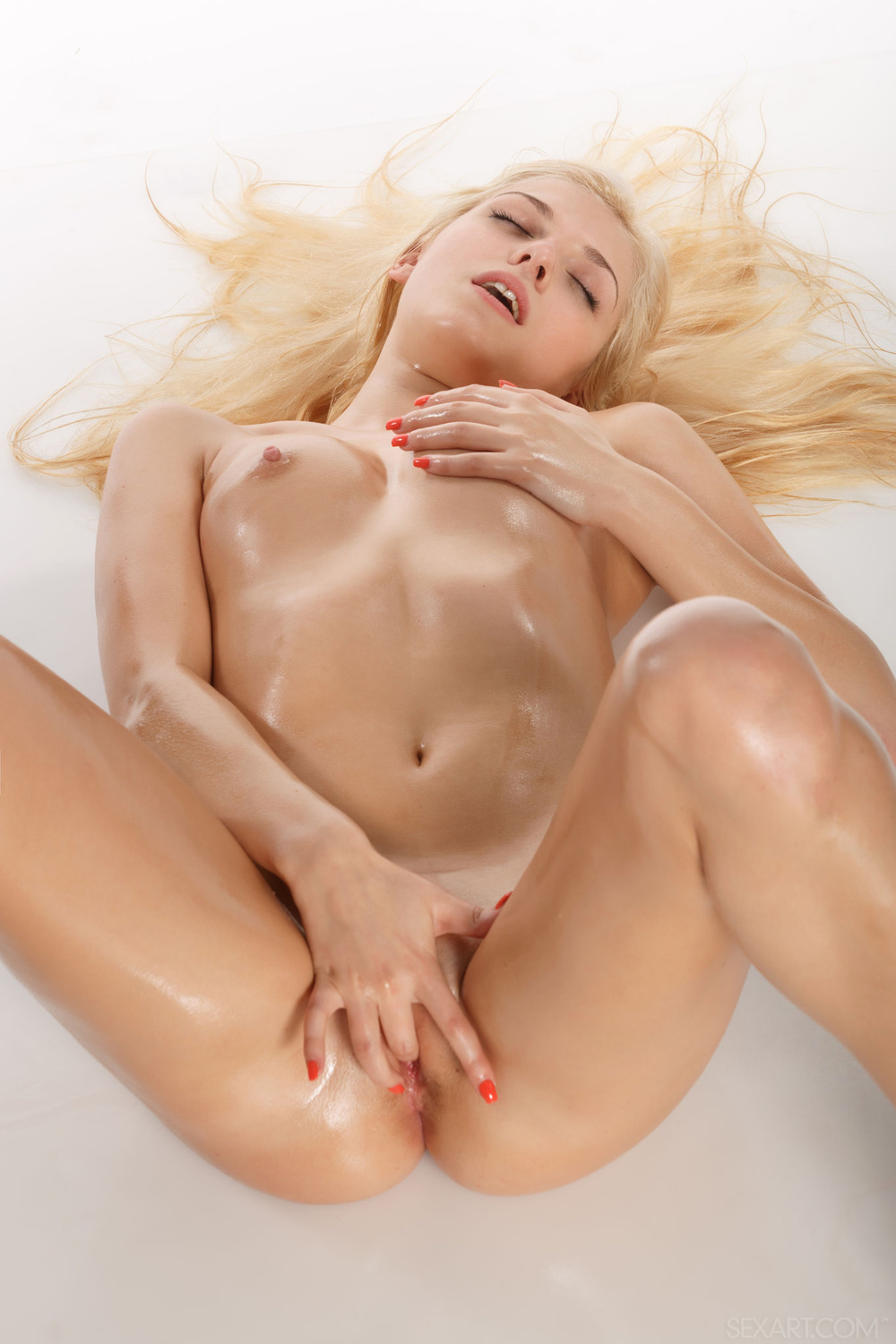 blonde sexy naked oiled women