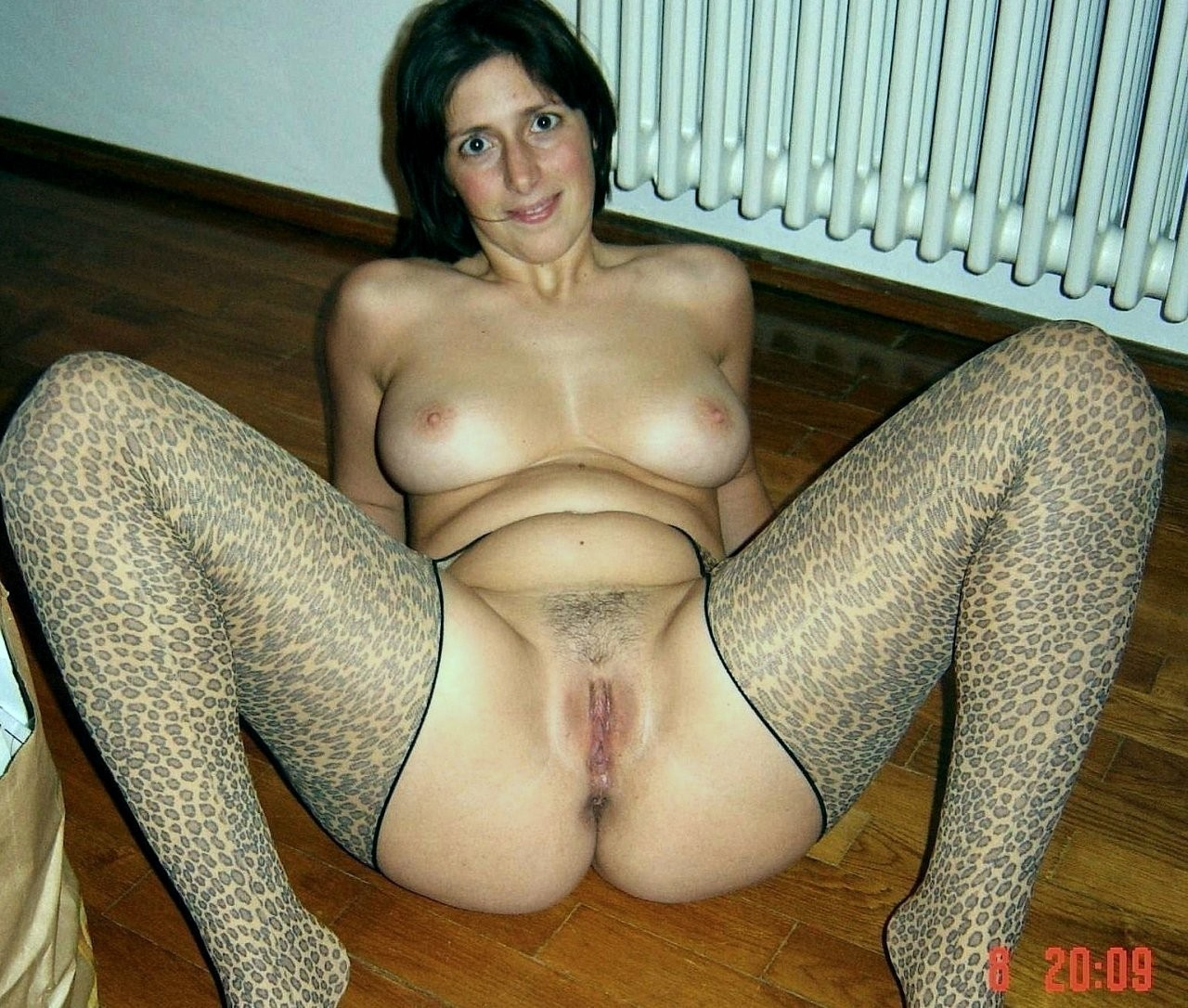 naked girl at home mature