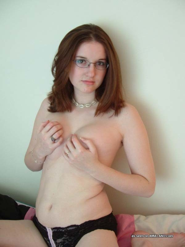 Hot amateur wife posing full size