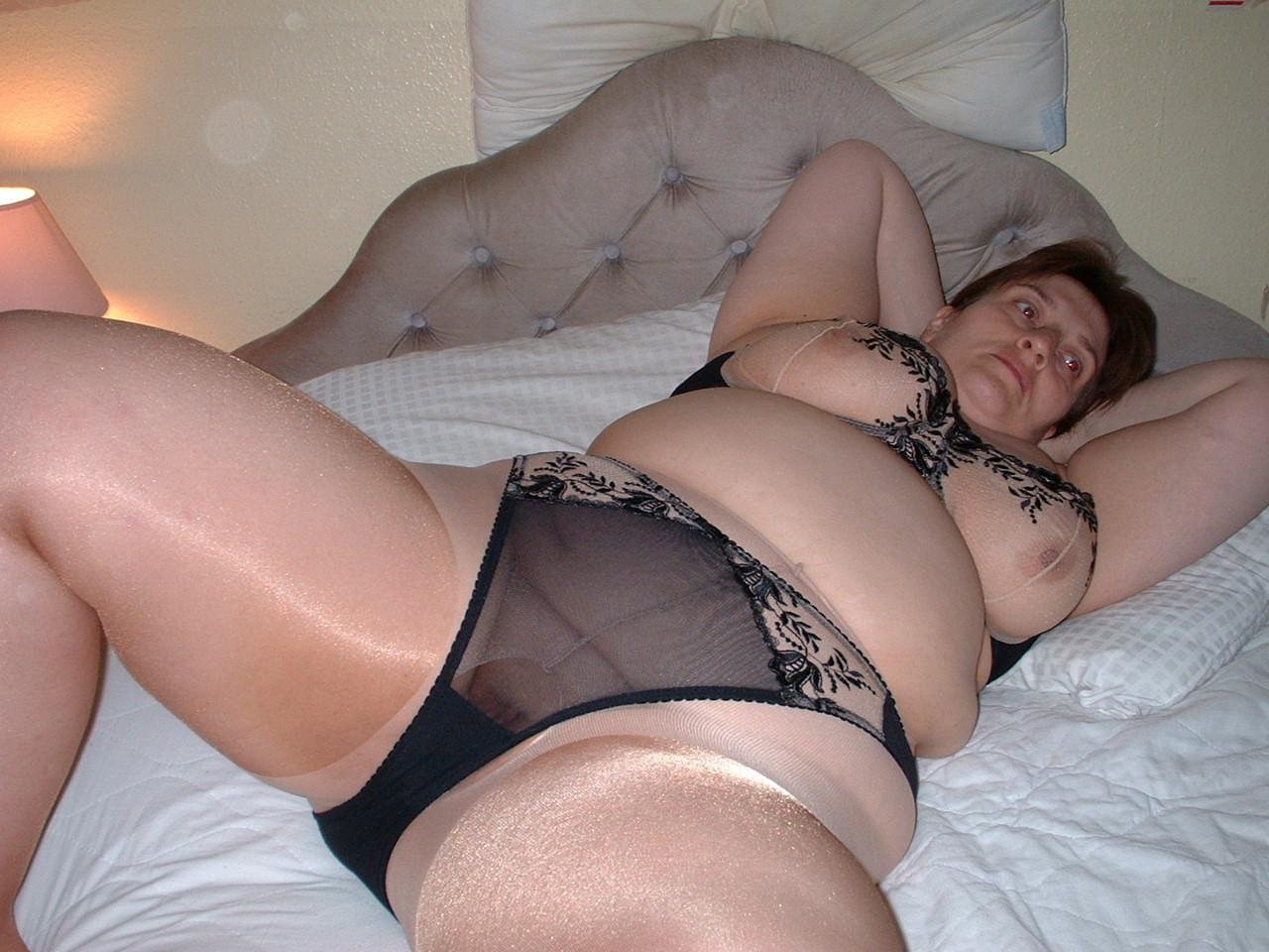 My naked girlfriend in lingerie